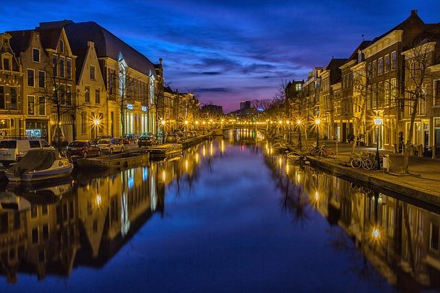 osvětlení u řeky