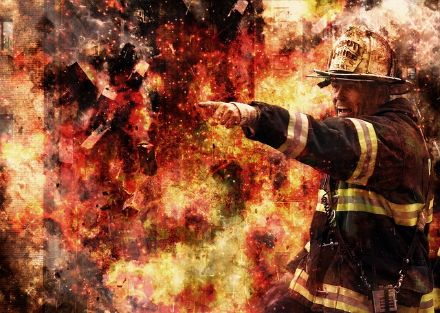 hasič v plamenech