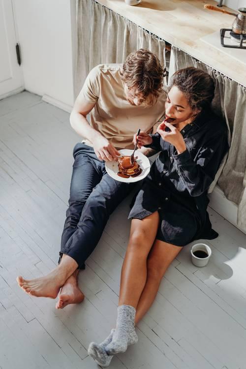muž a žena jídlo