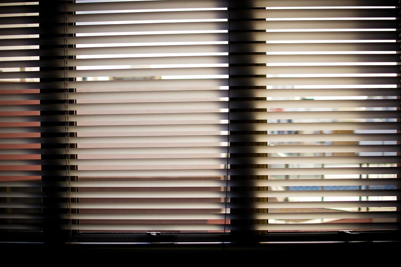 window-blinds-932644_1280